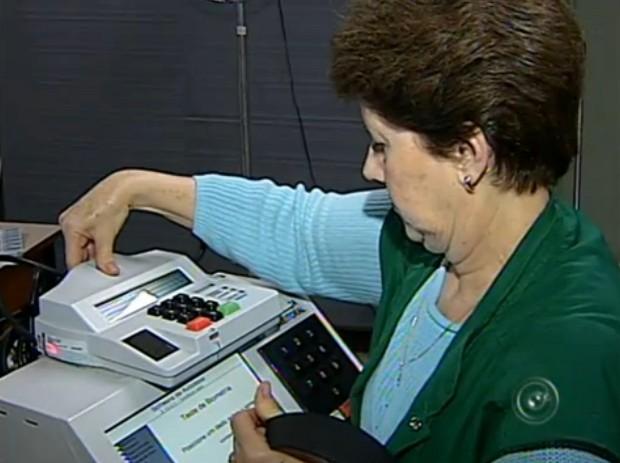 Sistema biométrico é um dos itens que deve ser checado pelos funcionários (Foto: Reprodução/TV Tem)