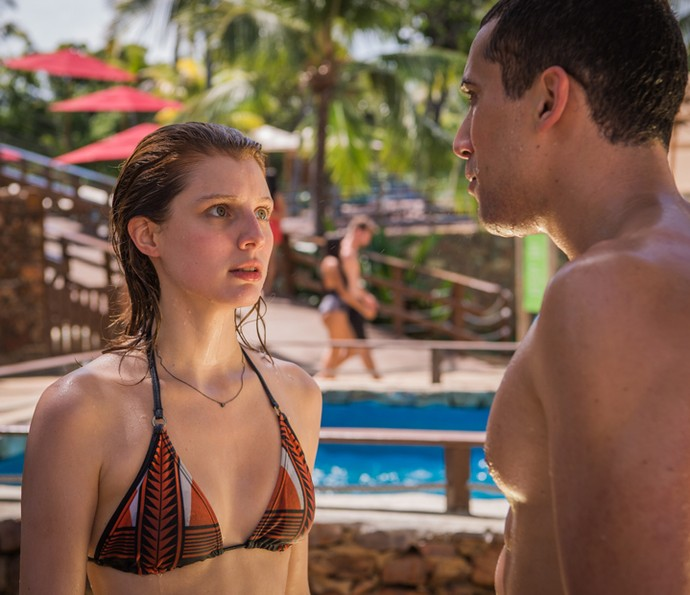 Giulia Gayoso como Juliana num primeiro momento apaixonada por Giovane, personagem de Ricardo Vianna (Foto: TV Globo/Caiuá Franco)