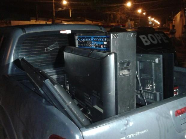 Produtos roubados foram apreendidos pela polícia (Foto: Dicap/Divulgação)