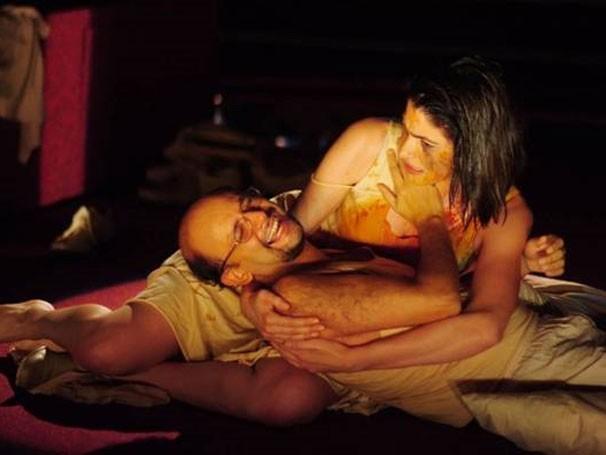 Maria Manoella e Nilton Bicudo em cena  de 'O Natimorto' (Foto: Divulgação)