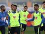 Filhote, Tite, aulas, sorrisos, dribles e gols: imagens da semana de Neymar
