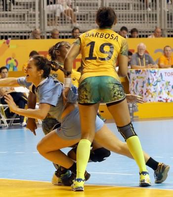 Brasil neutraliza e ataque uruguaio não consegue jogar (Foto: EFE/Elvira Urquiijo A.)