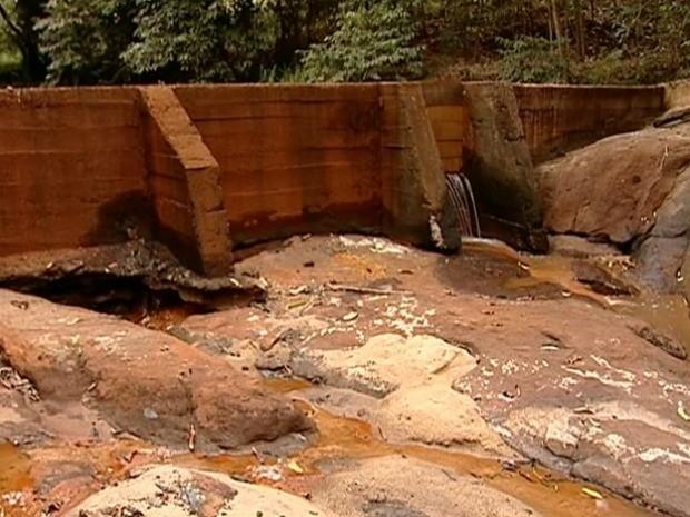 Seca faz Rio Bananal, ES, criar sistema de rodízio de água, espírito santo (Foto: Reprodução/TV Gazeta)