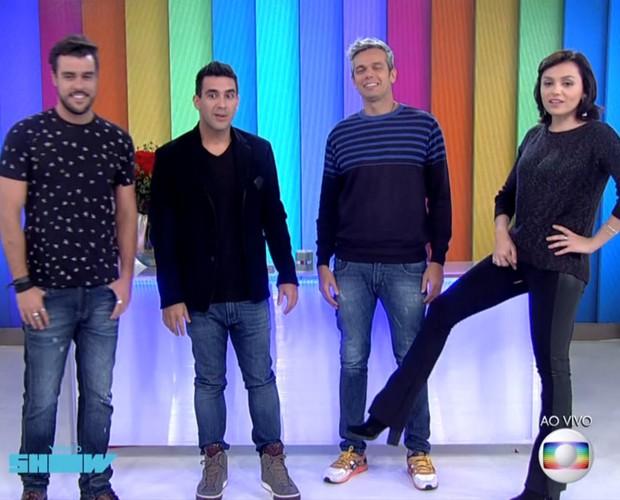 Monica Iozzi mostra calça rasgada ao vivo no Vídeo Show (Foto: TV Globo)