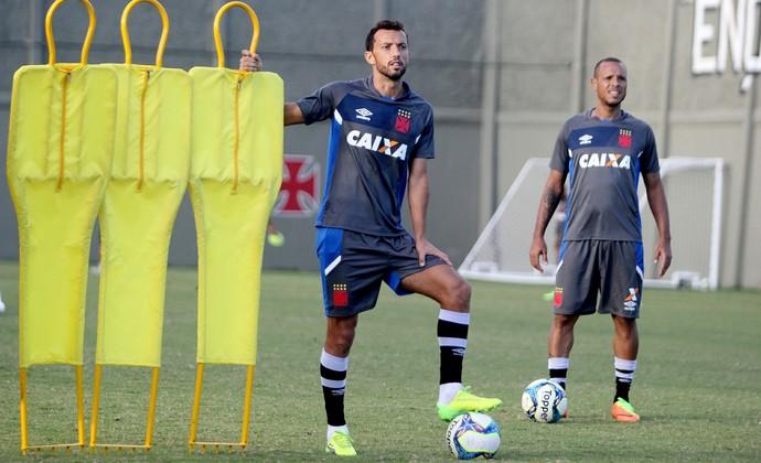 Nenê e Luis fabiano (Foto: Paulo Fernandes/Vasco)