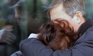 Familiares das vítimas da tragédia aérea no Egito buscam respostas