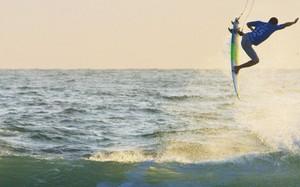 GIGANTES DO SURFE NO MEU LUGAR APRENDIZ DE BASE JUMPER ILHAS PARADISIACAS LETICIA LETS GO MAR DOCE LAR MELHORES RESORTS DE INVERNO SUPER GROMMETS REVOLUÇÃO DO FOIL BRAZILIAN STORM