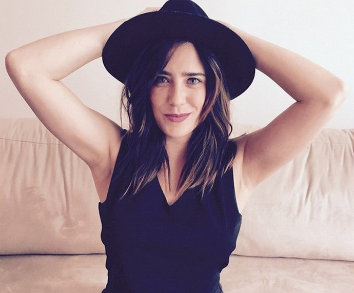 Estilosa, Fernanda Vasconcellos posa de chapéu (Foto: Arquivo Pessoal)