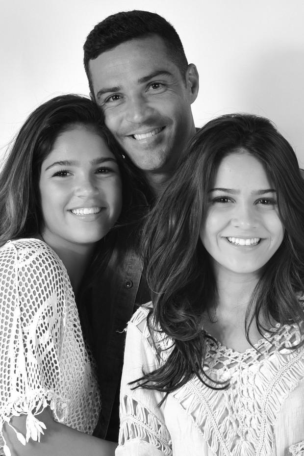 Julinho com as filhas Giovanna e Giulia (Foto: Drica Donato)