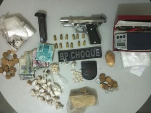 Material apreendido na operação na comunidade Alto da Torre (Foto: BPChoque)