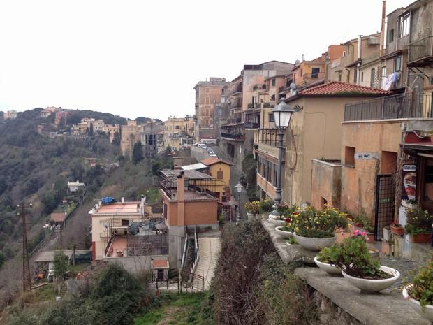 Residências em Castel Gandolfo, local da residência provisória do Papa Emérito Bento XVI. (Foto: Juliana Cardilli/G1)