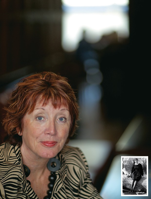 EX-NOVIÇA REBELDE A sexóloga Fran Fisher em seu consultório, nos Estados Unidos. Abaixo, uma fotografia de quando ela acabara de entrar no convento (Foto: Christopher Thomond/The Guardian e arq. pessoal)
