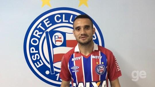 Com mensagem em aplicativo, Bahia anuncia contratação de Maikon Leite