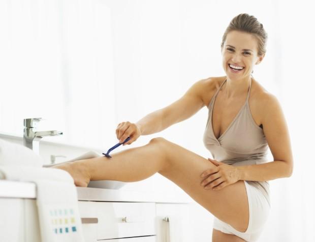 Engrossa o pelo? Top dermatologista esclarece as principais dúvidas sobre depilação com lâmina