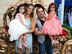 Luciano Camargo comemora 3 anos das gêmeas com festa das princesas