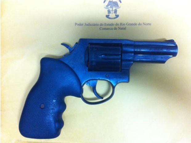 Arma foi utilizada no assassinato do advogado Antônio Carlos (Foto: Divulgação/Polícia Civil)