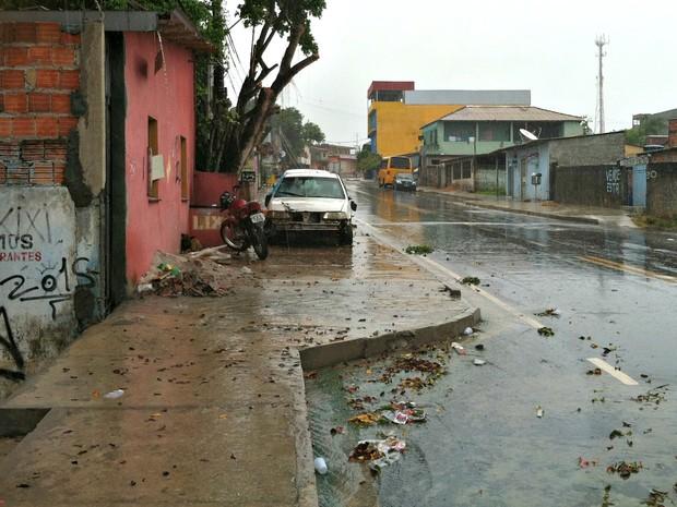 Crime ocorreu na Avenida Tambaqui, terceira etapa do Jorge Teixeira (Foto: Adneison Severiano/G1 AM)