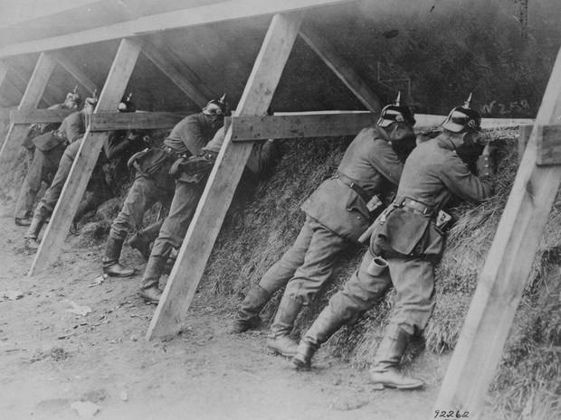 Primeira Guerra Mundial: soldados alemães defendem trincheira na fronteira com a Bélgica (Foto: U.S National Archives)