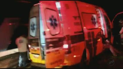 Acidente entre ônibus e caminhão deixa 19 feridos na SP-340