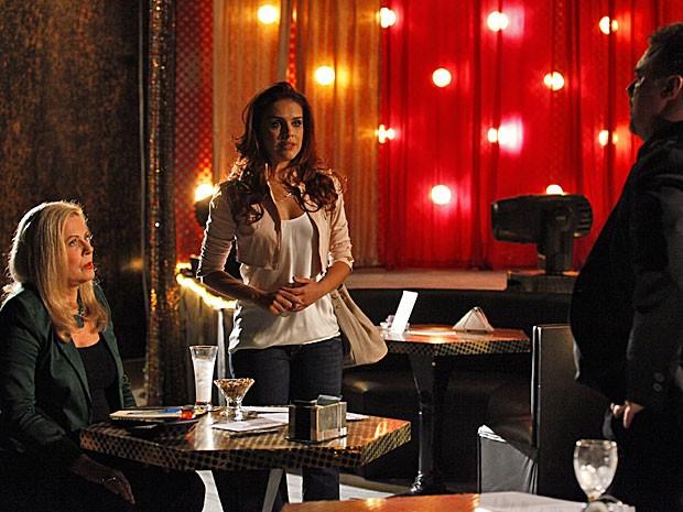 Rosângela protege Morena e engana Russo e Irina (Foto: Salve Jorge/TV Globo)