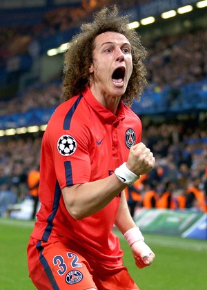 David Luiz exalta onda positiva contra o Chelsea e elogia Ibra