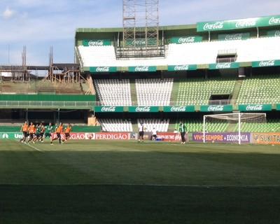 Alex Coritiba treino falta (Foto: Gabriel Hamilko)