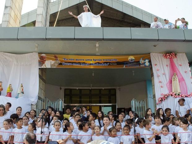Procissão é marcada por pagamentos de promessas, homenagens e muita emoção. (Foto: Andressa Azevedo/G1)