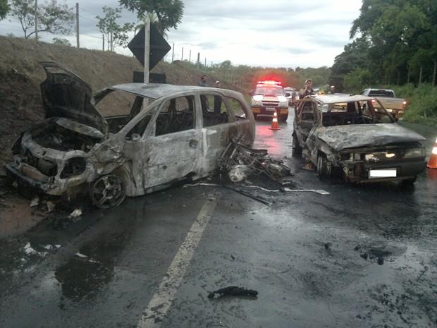 Acidente em Bom Despacho (Foto: Adriano Rabelio/Divulgação)
