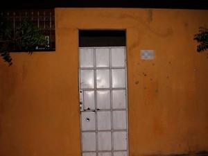 Foram encontrados projéteis de pistolas 380 e possivelmente 9 milímetros  (Foto: Marcelino Neto)