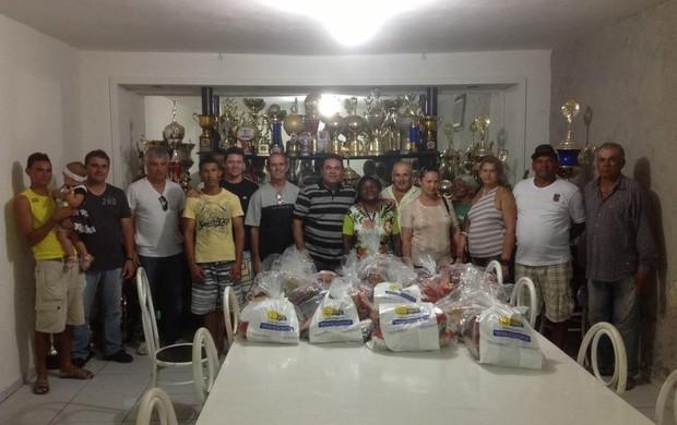 Funcionários do Treze receberam cestas de Natal nesta segunda (Foto: Divulgação )
