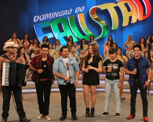 Músicos da trilha de Avenida Brasil arrasam no palco (Foto: Domingão do Faustão / TV Globo)