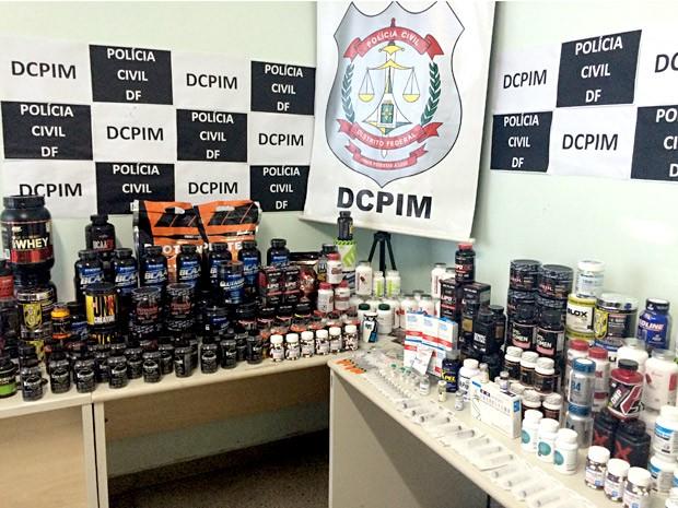 Suplementos e anabolizantes que eram vendidos sem autorização da Anvisa (Foto: Luciana Amaral/G1)