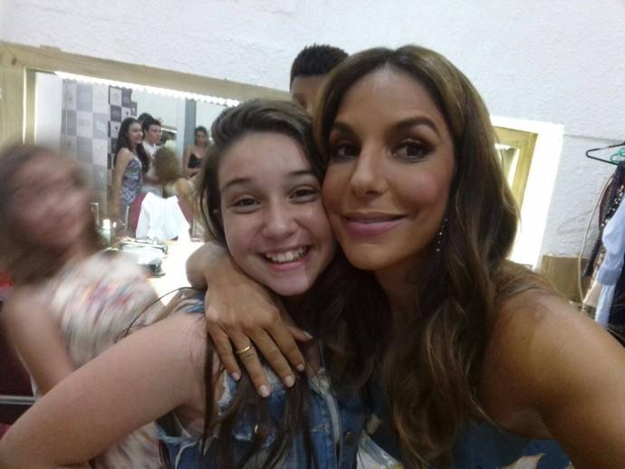 Pérola Crepaldi fez selfie com Ivete Sangalo no camarim, antes do show na gravação do DVD da baiana (Foto: Arquivo pessoal)