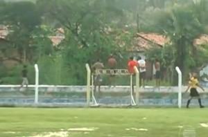 Muro do Estádio Juca Fortes, em Barras (Foto: Reprodução/TV Clube)
