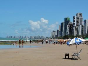 Praia de Boa Viagem na Sexta-Feira Santa (Foto: Luna Markman/G1)