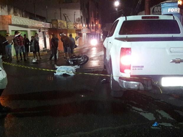 Acidente ocorreu após moto colidir com carro em Garanhuns (Foto: Divulgação/Polícia Militar)