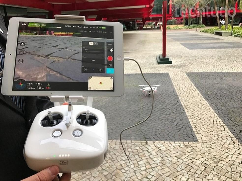 Aplicativo DJI Go, conectado ao controle remoto dos drones, permite configurar voos, câmera e ver imagens do alto ao vivo (Foto: (Foto: Anna Kellen Bull/TechTudo))