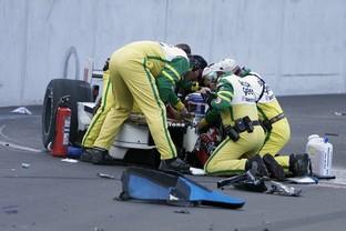 Descrição da imagem: Alex Zanardi teve as pernas comprometidas em acidente na Fórmula Indy em 2001 (Foto: Getty Images)