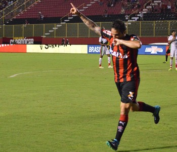 Escudero gol Vitória (Foto: Francisco Galvão / Divulgação / E.C. Vitória)