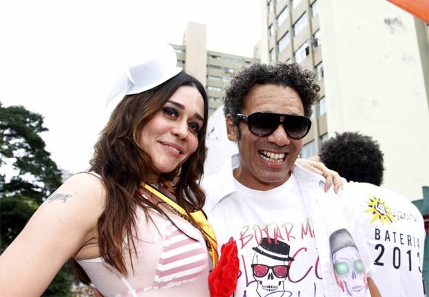 Alessandra Negrini e Simoninha, que puxou o bloco alternativo em São Paulo (Foto: Paduardo/AgNews)