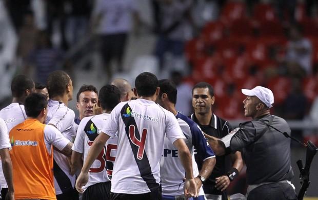 Confusão Vasco x Flamengo (Foto: Marcos Tristão / O Globo)