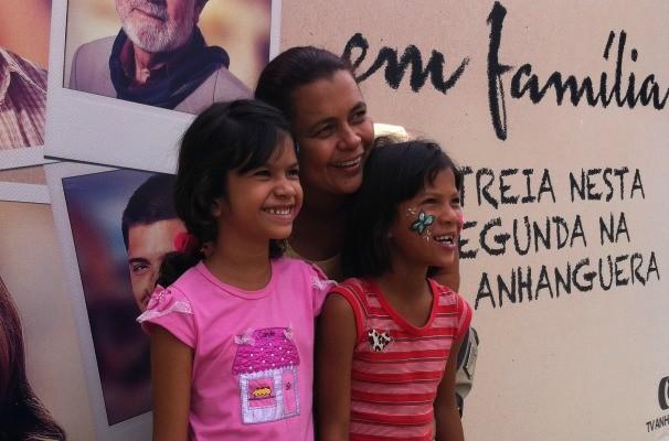 Mãe e filhas aproveitando o fim de semana Em Família no zoológico de Goiânia (Foto: Divulgação/TV Anhanguera)