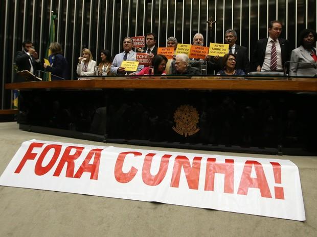 Deputados protestam contra corte de microfones no plenário da Câmara (Foto: André Dusek/Estadão Conteúdo)