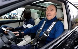Philippe Streiff visita Schumacher (Foto: AFP)