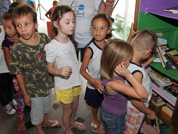 Crianças fazem fila em frente a geladeiroteca em Limeira (Foto: Divulgação/Prefeitura de Limeira)