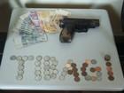 PM prende dupla suspeita de roubar agência dos Correios com arma falsa