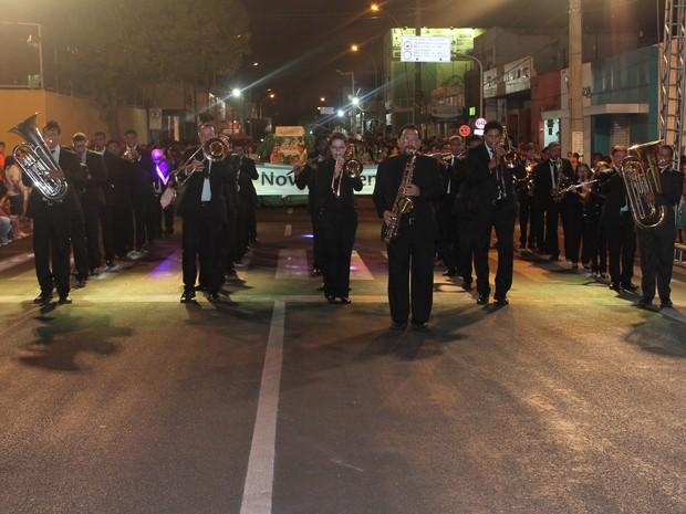 Orquestra Philarmônica fez apresentação durante o desfile (Foto: Taisa Alencar / G1)