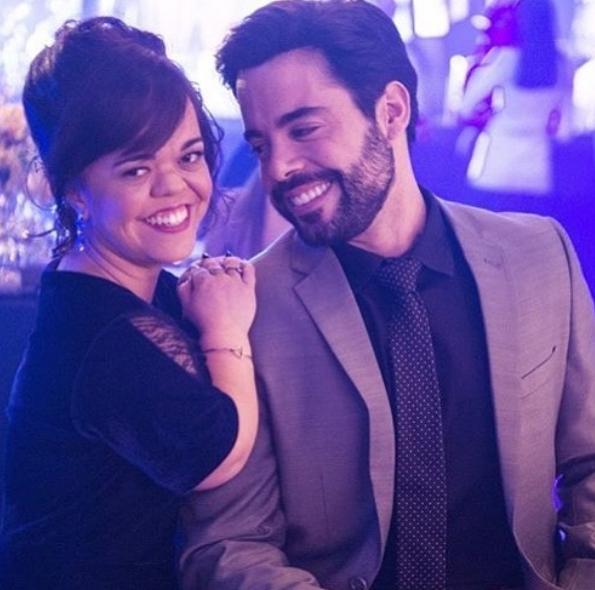 Juliana Caldas e Pedro Carvalho nos bastidores de 'O outro lado do paraíso' (Foto: Reprodução Instagram)