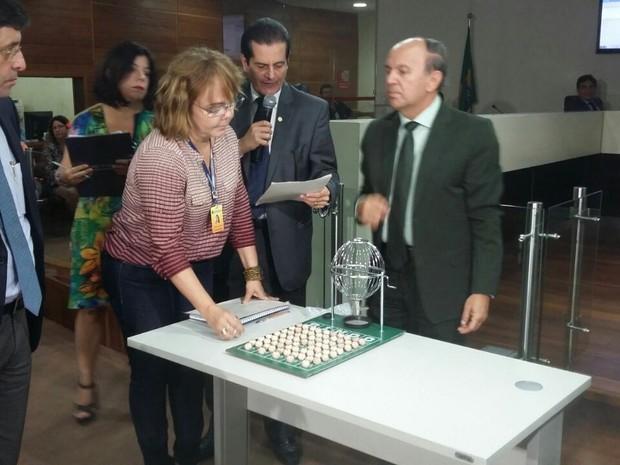 Ordem foi definida por sorteio, no TRE-PE, no Recife (Foto: Pedro Lins/TV Globo)