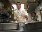 Chef brasileiro leva esperança com ceia comunitária, nos EUA